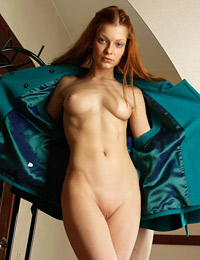 Model ava in body double