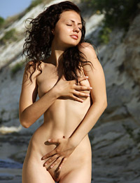 Model sofi in body heat
