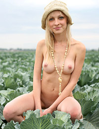 Model yana in cabbage patch